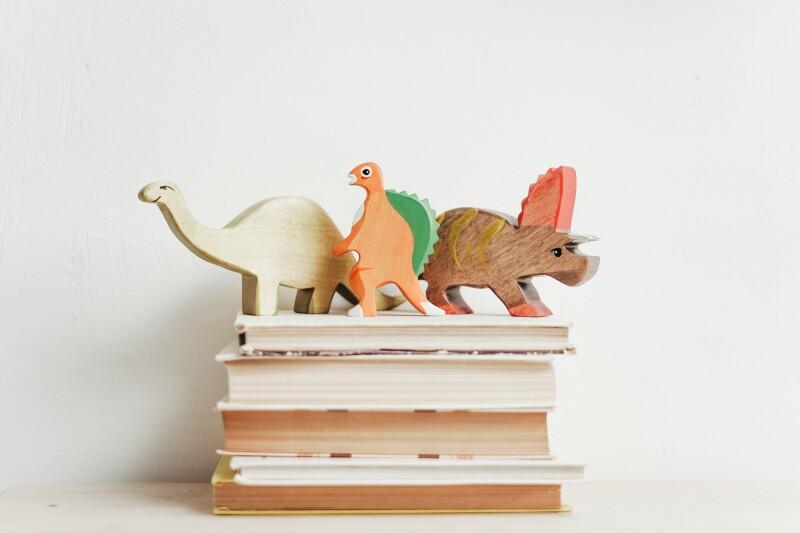 Könyvajánló: Két kis dinó a zsírkréta korban
